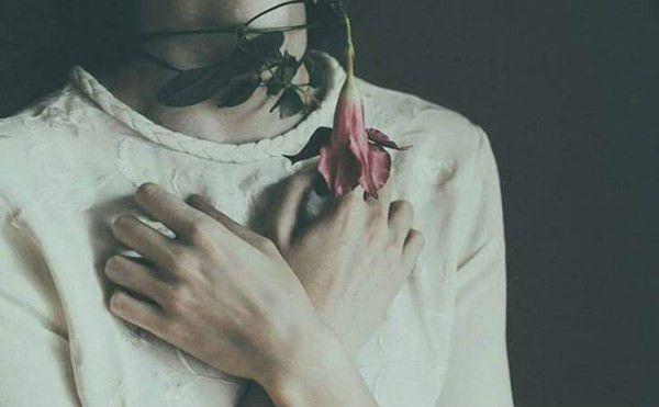 Cách níu kéo tình yêu thông minh nhất là hãy không quan tâm, lạnh lùng ngay sau khi chia tay