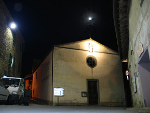 Photo: Den Abend mit fast vollem Mond verbringe ich wahlweise in der Pizzeria oder im Restaurant, ...