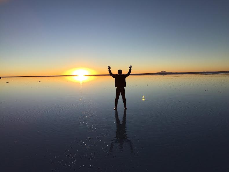 ウユニで日本人に有名な穂高ツアーでウユニ塩湖ツアー 夕日