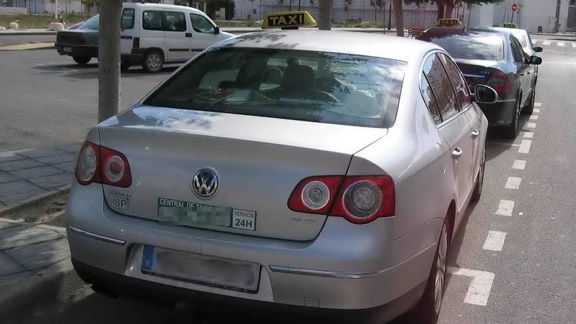 Imagen de archivo de algunos taxis rurales que circulan por la provincia de Almería.