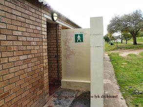Photo: Neels, Jannie se die ablusieblok is kleinerig vir die kamp, maar is die plek ooit vol? Nee ek weet ook nie.