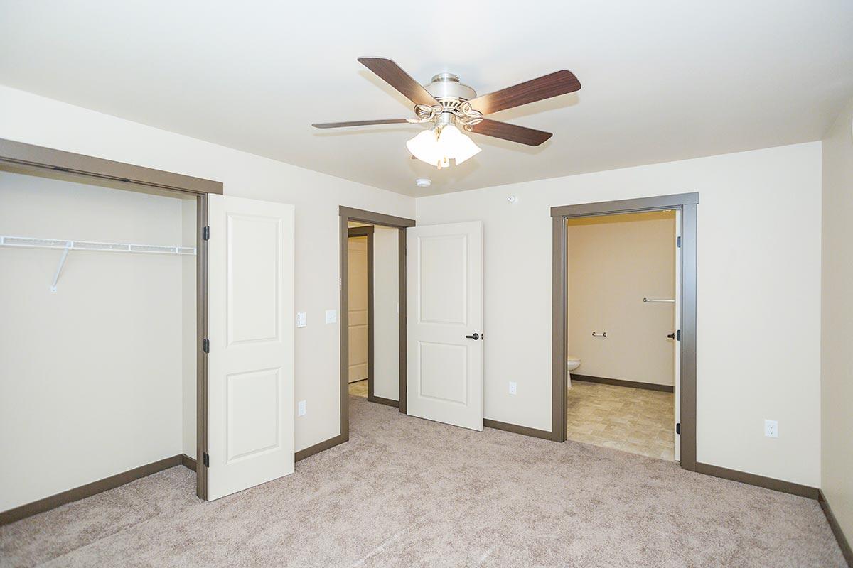 Two bedroom two bath floorplan 2 bed 2 bath pheasant - 3 bedroom house rentals casper wy ...