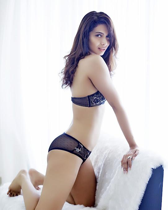 Heena Panchal sexy back