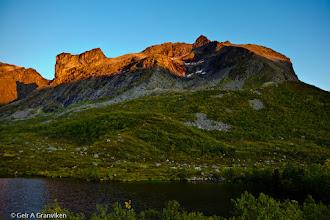 Photo: The day's last sunrays lighting up the peaks Finnkjerka and Skamtinden