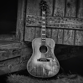 Bobby's Gibson by Allie Small - Artistic Objects Musical Instruments