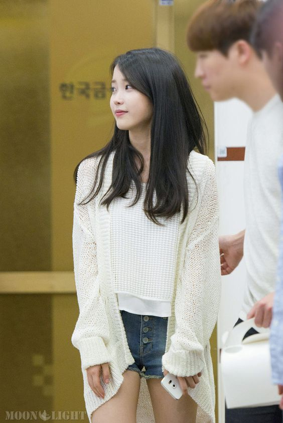 IU sweater 30