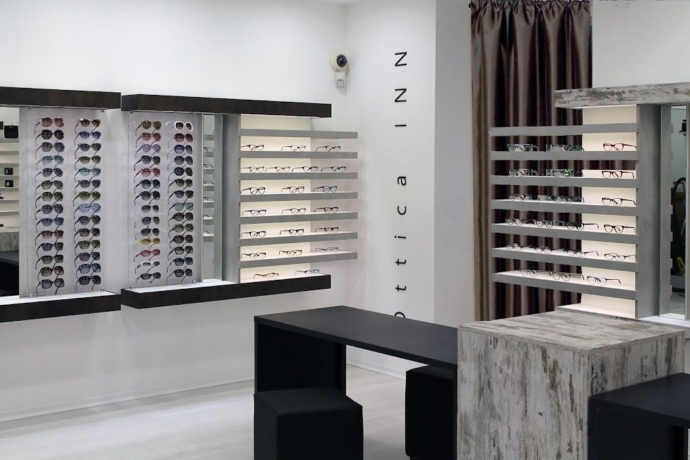 thi công cửa hàng kính mắt