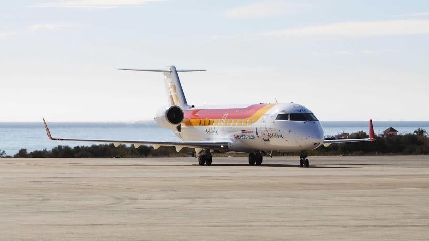 Avión de Air Nostrum en el aeropuerto de Almería.