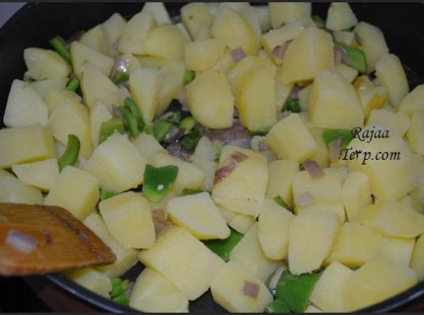 peel the pototes and cut into small cubes .chop the onion and the parsley...