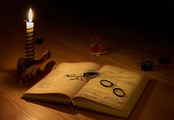 Lettura con appunti e un bicchierino di whisky di soldato