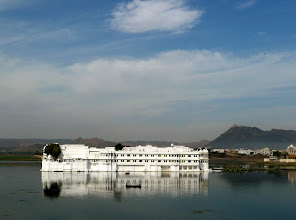 Photo: Lake Palace Hotel im Pichola See