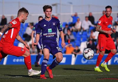 Jeugdproduct van Anderlecht moest van Vincent Kompany minuten verzamelen in de Eredivisie, maar komt er nauwelijks in actie