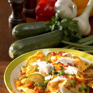 Ravioli mit Gemüse-Käsesauce