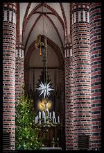 Photo: Die hochgotische Hallenkirche von drei gleich breiten Jochen wurde um 1320 in Hohen Viecheln errichtet.