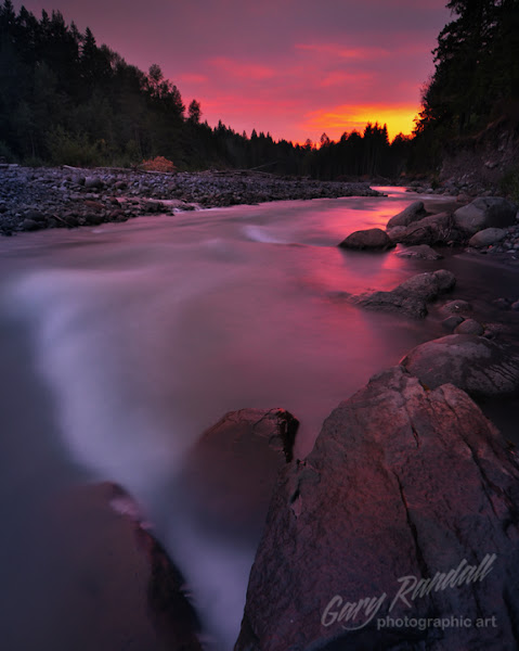 Photo: A forest fire taints a sunset over the Sandy River near Welches, Oregon.