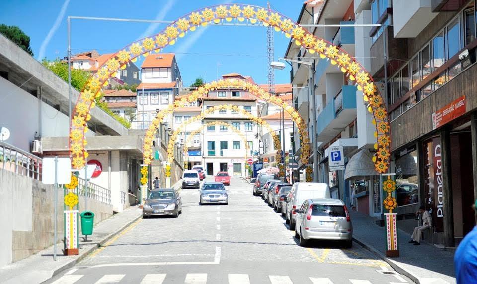 Rua Cândido dos Reis recorda antiga iluminação da