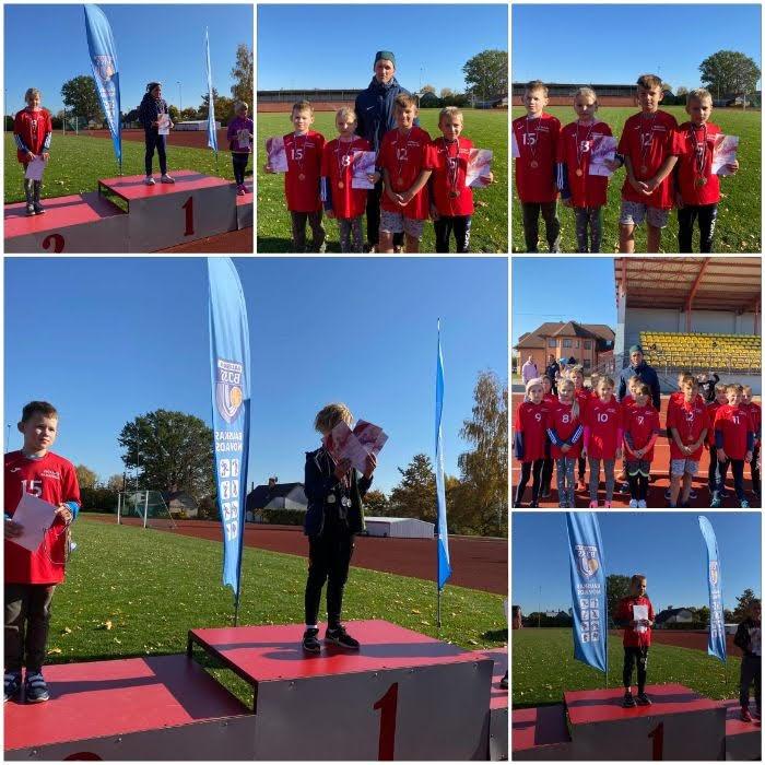 8. oktobrī Bauskas stadionā notika Bauskas novada skolēnu sporta spēļu sacensības vieglatlētikā 2010./2011.g.dz. un 2012./2013.g.dz. vecuma grupās. Rezultāti:  300m skrējiens - Evelīnai Gailei un Mārcim Pakalnam 2. vieta  60m skrējiens - Linardam Strjukam 1. vieta  Bumbiņas mešana - Linardam Strjukam 1. vieta, Kristiānam Zemturam 3. vieta