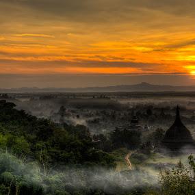 Mrauk-U, Myanmar by Edzo Boven - Landscapes Sunsets & Sunrises ( smc pentax da 18-135 mm, myanmar, vakanties, 2014, pentax, pentax k-3 )