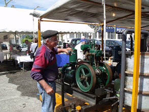 Photo: Un collectionneur présentait des moteurs thermiques anciens et en parfait état de fonctionnement.