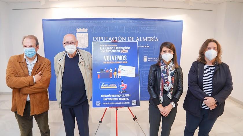 La diputada de Bienestar Social, Ángeles Martínez y el presidente del Banco de Alimentos, Juan Azorín.