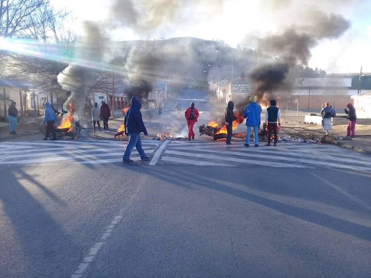 Residents of Dordrecht in Emalahleni local municipality have brought the town to a total shutdown.