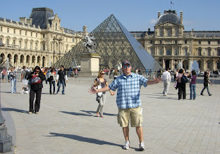 Photo: Cur at the Louvre
