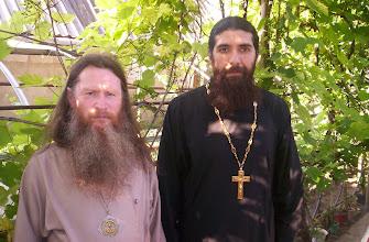 Photo: Arzobispo Veniamin del Mar Negro y Kuban,  y Padre Siluan