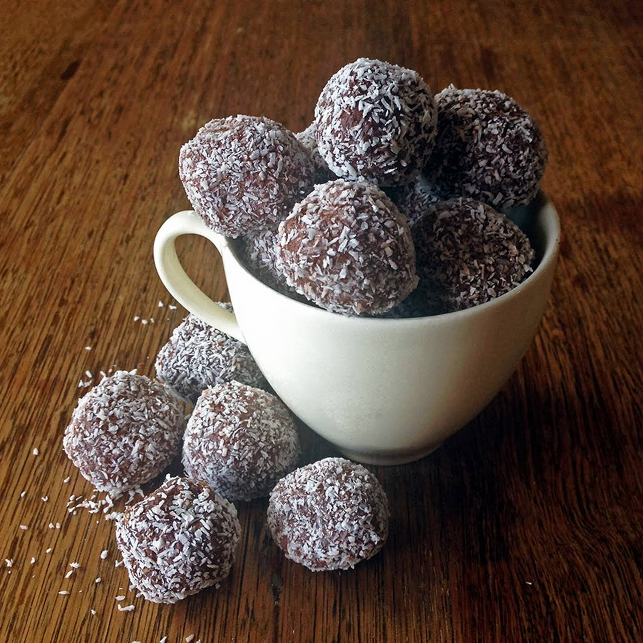 Low Carb Chocolate Protein Balls