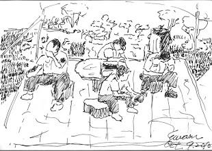 Photo: 等待2010.10.09鋼筆 換了個長官之後,整個對基層的管理只有一個原則: 把我們的體力榨乾! 於是原本可以稍喘口氣的假日勤務,也變得緊張疲累,才一上班就得集合準備演習的預演,於是大家趁著集合前的小空檔坐在石凳上養精蓄銳。