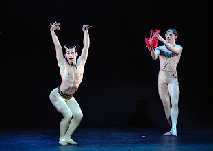 Photo: WIENER STAATSBALLETT in der Wiener Volksoper: EIN SOMMERNACHTSTRAUM in der Choreographie von Jorma Elo. Mihail Sosnovschi, Kirill Kourlaev. Foto: Barbara Zeininger