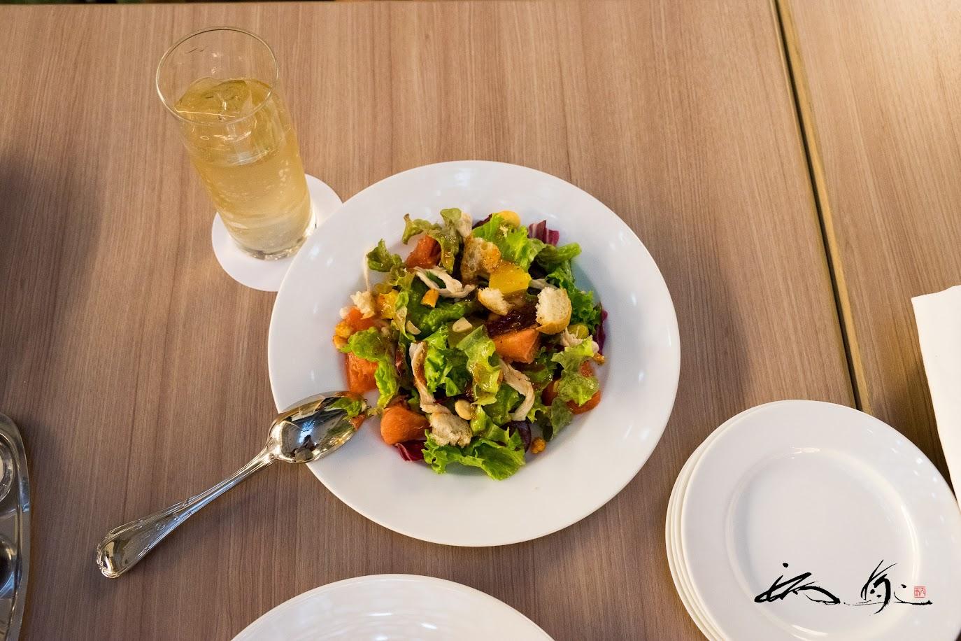 フルーツと野菜のパワーサラダ