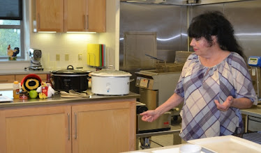 Photo: Sandi explains the layers of flavor going on in her crock pots at Dibs On My Ribs. She used slow cookers because she doesn't actually have a working stove at home!