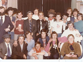 """Photo: Nos la envía Fray Ricardo de Luis Carballada. """"corresponde a la representación de la obra de teatro """"La voz de su amo"""" en las fiestas colegiales del curso 1977-1978. De izquierda a derecha empezando por la fila de arriba son: Riesco, Carballada, Campo, Eloy. Fermín, Ferreiro, Pachi, Pastrana, Barreñada, Chisco, Saludes, Cabero, Toral, Montero, Pablo, Hortensio, Cachero, Gabiola, Jama y Celorio""""."""