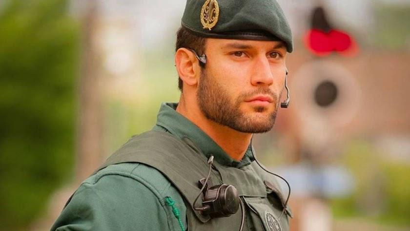 El guardia civil Jorge Pérez, en la imagen viral que le hizo famoso.