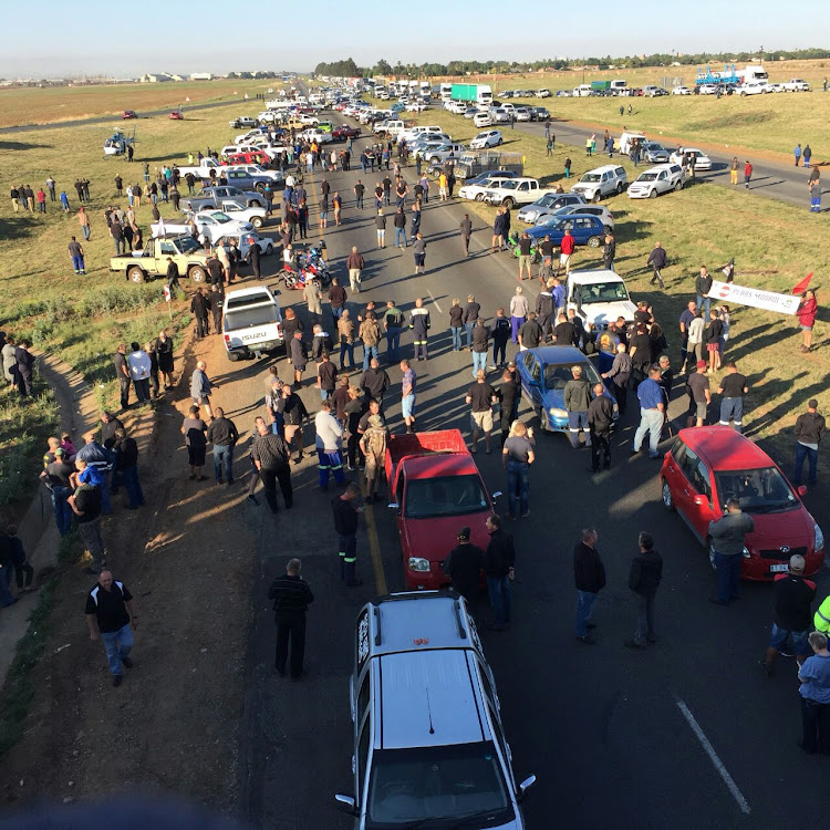 About 250 farmers from the areas around Bergville' Estcourt' Himeville' Colenso and Ladysmith' wearing shorts and black shirts' drove in a convoy along the R74 and onto the N3 toward Johannesburg as part of the #BlackMonday protest.