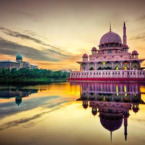 Eid Mubarak 1433 by Munzer Shamsul - Buildings & Architecture Places of Worship ( water, building, reflection, putrajaya, mosque, malaysia, sunrise, morning )