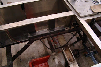 Photo: Photo showing the rear-end support bracket for the reverser-reverser.