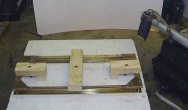 Photo: Montage du chassis, soudure des goussets. Ensuite ils seront rivetés