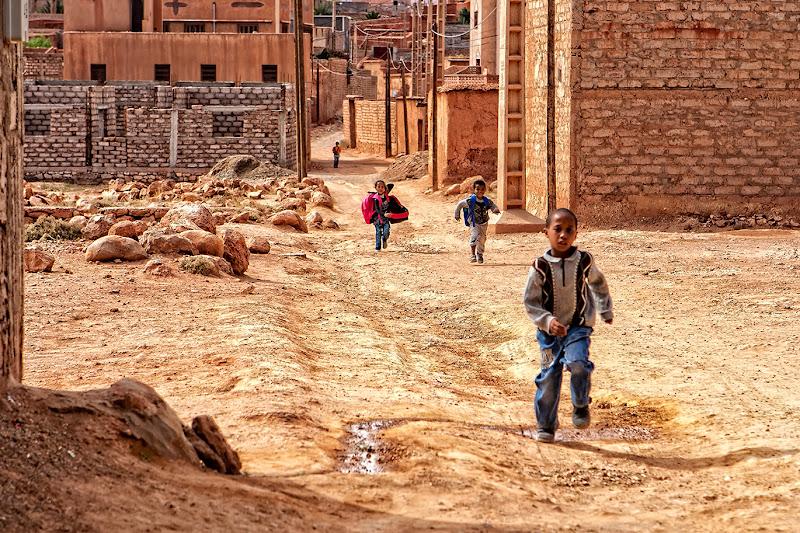Dopo la scuola, verso casa correndo felici di FrancescoPaolo