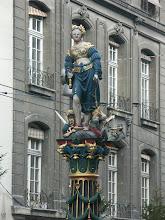 Photo: Gerechtigkeitsbrunnen - http://www.jenk.ch/tag/bern/