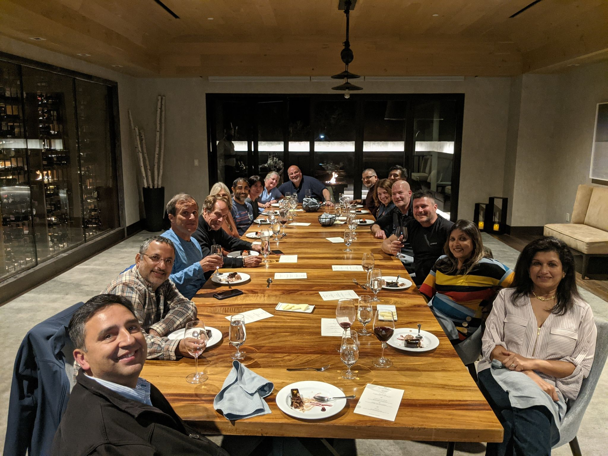 Group of people sitting around a large dining table_Light_Flok