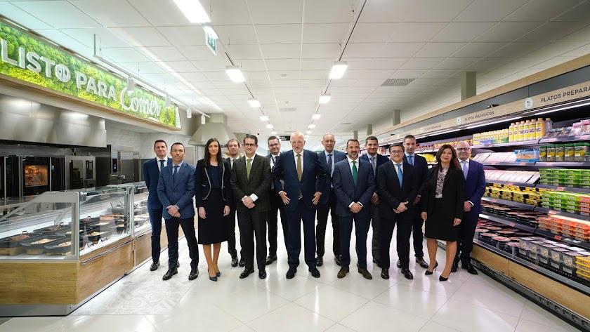 Cuadro directivo de la cadena Mercadona junto al presidente, Juan Roig, en el centro de la imagen.