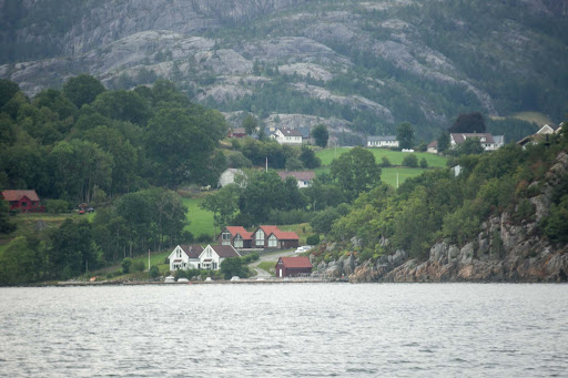 houses-along-Lysefjord.jpg -  Houses along Lysefjord near the west coast of Norway.