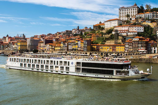 queen-isabel-uniworld.jpg - Queen Isabel from Uniworld sails the Douro River of Portugal and Spain.
