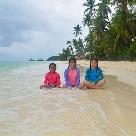 beach buddy by Philip Familara - Babies & Children Children Candids ( nature, island, beach, paradise, portrait,  )