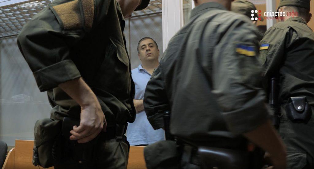 Не узнал себя на фото по стоматологии и узник Пейкришвили, к которому Слідство.Інфо пришло на одно из судебных заседаний.Он отказался комментировать информацию о посещении клиники