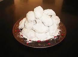 Greek Christmas Cookies (kourambiedes)