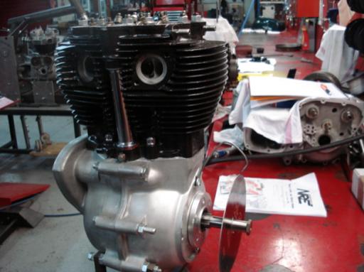Calage de la distribution d'un moteur Triumph  Rickmann monté par machines et Moteurs dans un cadre Norton featherbed