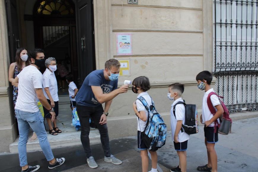 Colegio del Milagro, acceso por calle Conde Ofalia.