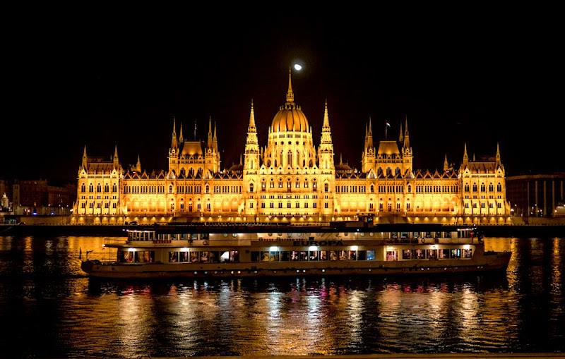 Budapest by night  di fabbra77
